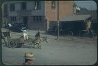 Hiller 09-017: Horse carridges by people in the street in Nanking
