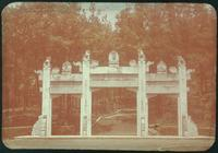 Hiller 09-044 : The gate of Tan Yankai tomb in Nanking