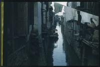 Hiller 09-103 : A river lined with houses in Soochow