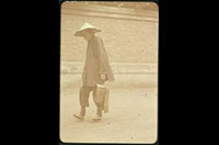 Hiller 04-013: Man with conical hat and bucket