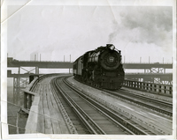 MacArthur Bridge-Train