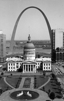 The Old Courthouse and the Gateway Arch